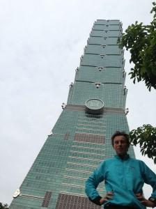 Tour 101 Taipeï, 2.039 marches, 91 étages*, 390m de D+, 14mn32s…