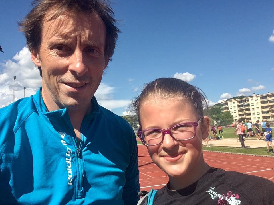 Ma fille Heidi aux 1 000 mètres des championnats d'athlétisme de l'Isère